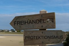 Weltwirtschaft vom Protektionismus bedroht: Stimmung an Finanzmärkten verkennt Risiken