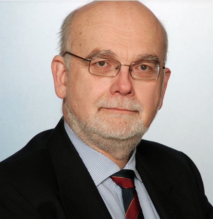 Volker Bieta, born 1955, obtained his PhD in game theory from the Center for Mathematical Economics at the University of Bielefeld (director: Reinhard Selten, a Nobel prizewinner in 1994). He is a management consultant in Berlin and a lecturer in game theory and financial mathematics at Dresden University of Technology (TU Dresden). He has authored more than 80 academic publications as well as six books on game theory.