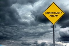 Warnung vor systemischer Krise: Zinserhöhungen bremsen nicht den Risikoappetit