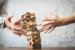 Hohe Risiken aus Leveraged Loans und CLOs