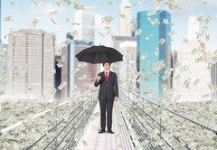 Japan macht die Geldhelikopter klar